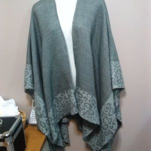 Grey and white shawl